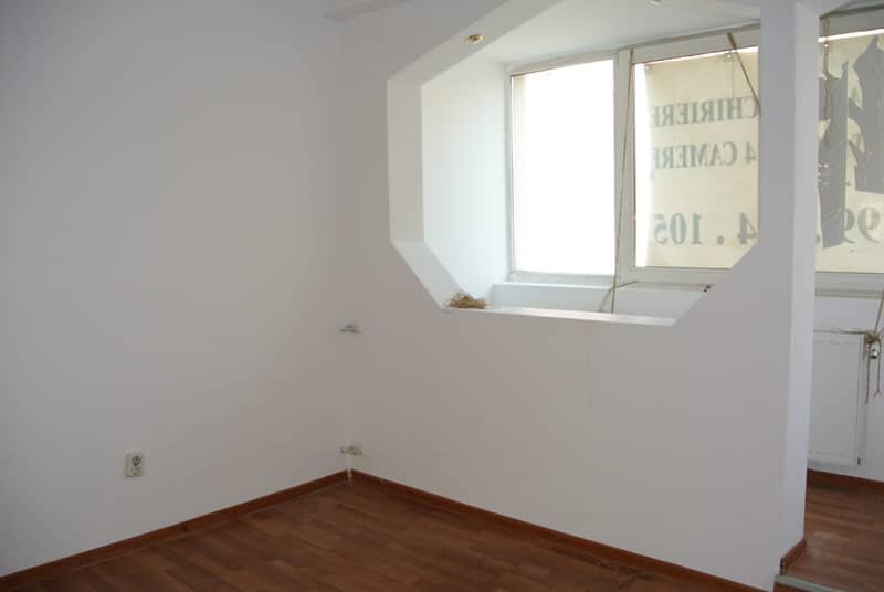 Four rooms balcescu bucharest apartments for Bedroom 80 humidity
